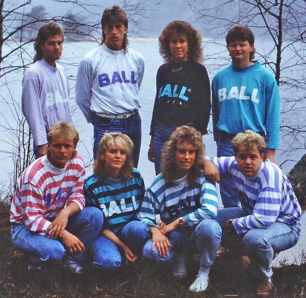 Historisk bilde av folk med Ball genser